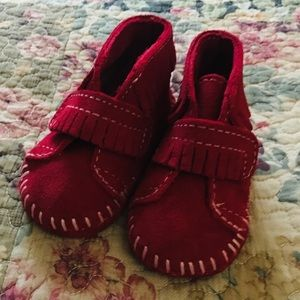 Minnetonka red suede infant bootie NWOT size 2